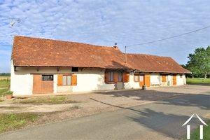 Bressane farmhouse in quiet village with 3 acres of land