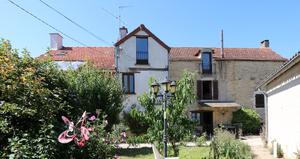 2 houses near the vineyards
